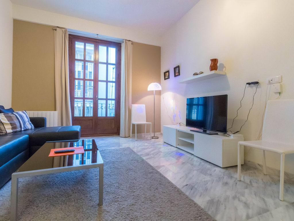 Appartement confortable et moderne c t de la plaza del - Appartement moderne confortable douillet ...