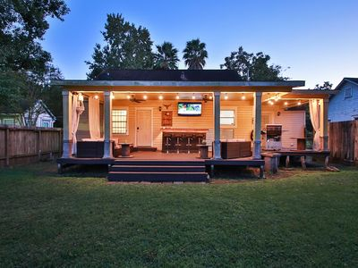 Photo for ⭐ COZY HOME NEAR DOWNTOWN HOUSTON WITH STUNNING COVERED DECK ⭐