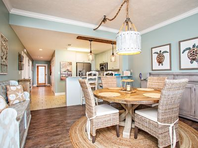 Amazing, Gorgeous 2 BR/2BA located in Summerhouse Condos in Mexico Beach, FL