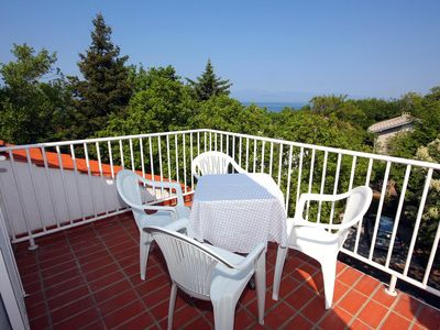 Photo for One bedroom apartment with terrace and sea view Njivice (Krk)