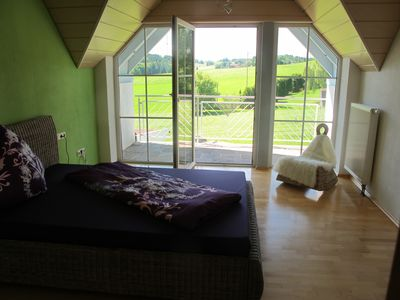 Photo for VILLA KUNTERBUNT, quiet flat in the countryside, single room / 3-room apartment rental