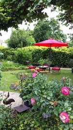 Sweet home in a calm garden, Vernon. Small guest house 5 minutes from Giverny