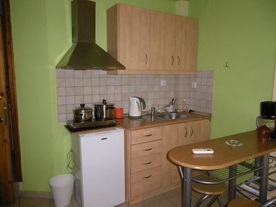 The adequately equipped kitchenette
