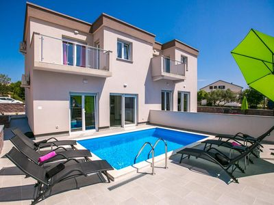 Photo for Beautiful and modernly decorated holiday house with pool for 7 people
