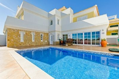 Photo for Luxuriously Furnished Villa. Well-Positioned And Easy Access To The Beach.