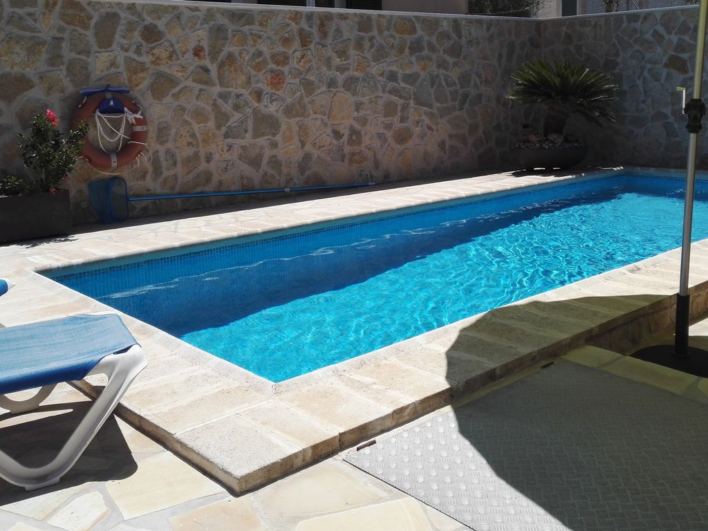 Swimming Pool Air Conditioning : Quiet house for people with swimming pool wifi and air