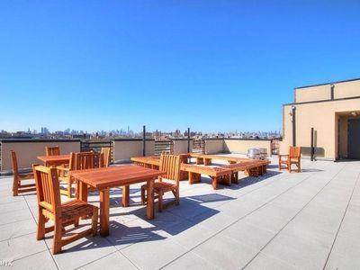 Photo for Affordable Modern/Luxury 2 Bedroom Apt