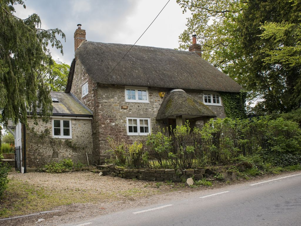Benville Cottage is a 16th century thatched... - HomeAway Dorchester