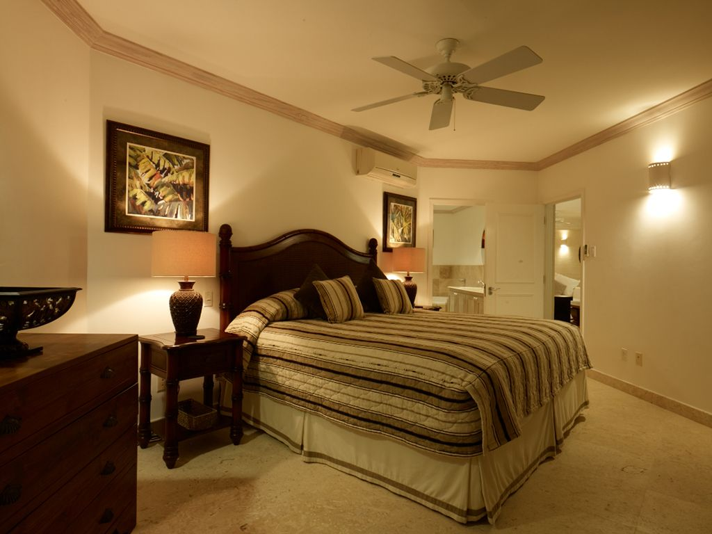 Bedroom at night time - Westmoreland Apartment Rental Master Bedroom At Night Time