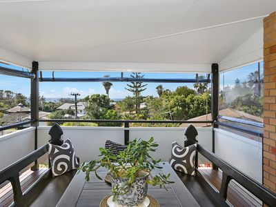 ocean views from huge covered verandah, dine relax, enjoy!