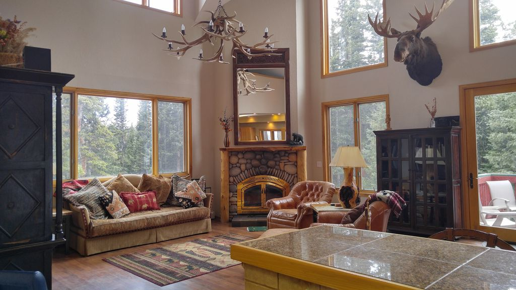 Soaring Living/dining Room With Wood Fireplace And Access To The Hot Tub Part 52
