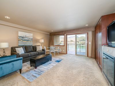 Photo for Grandview River View 628! Luxury Waterfront condo, sleeps up to 6!