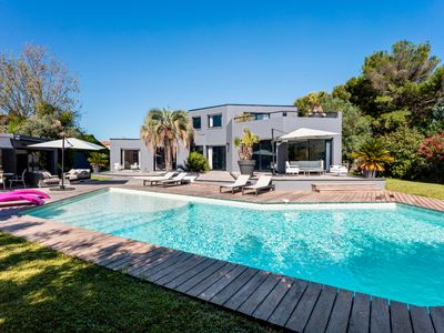 Photo for Splendid Villa with swimming pool close to beaches