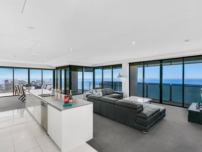 Photo for CIRCLE-Apt Stay PRIVATE - 3BED-SUBPENT-LVL53-OCEANVIEW