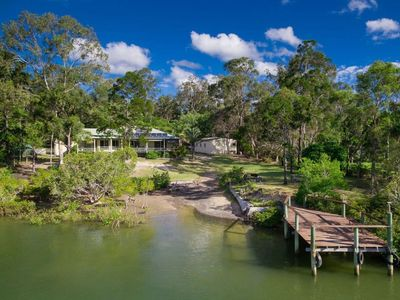 Photo for Toogoom Retreat - Waterfront-3BR-Aircon-Fishing jetty