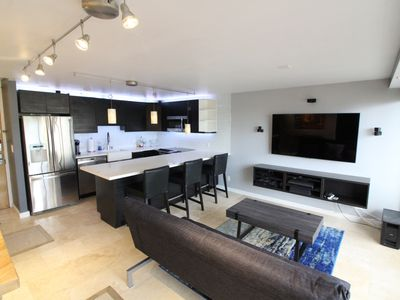 Photo for 1 BR/1BA High Floor Luxury Condo in the heart of Waikiki