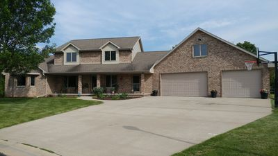 Photo for 6 Bedroom, 3.5 bath 2 Story home at the end of a cul de sac.