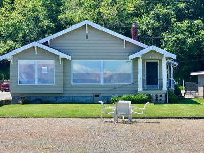 Photo for WATERFRONT BEACH CABIN ON COLUMBIA BEACH DRIVE - MINUTES FROM THE FERRY!