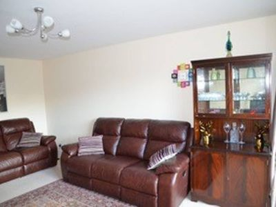 Photo for Spacious 3BR apartment with great links to city!