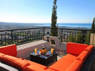 Executive Holiday Villa with Amazing Views & Free Suzuki 4x4 Automatic Car in Peyia