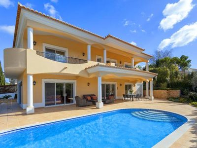 Photo for Luxury 4 bedroom villa just a few minutes drive from Vale do Lobo A420