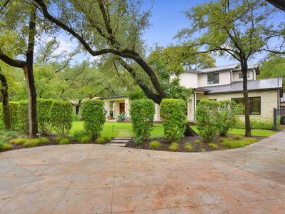 Photo for ABOVE OAKWOOD | 3MI to ATX | Up to 8 Bds | Outdoor living space I Private