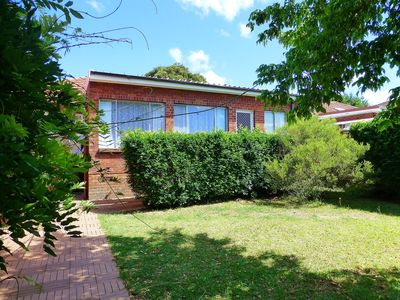 Photo for 4 Bedroom House Close to Macquarie Univeristy
