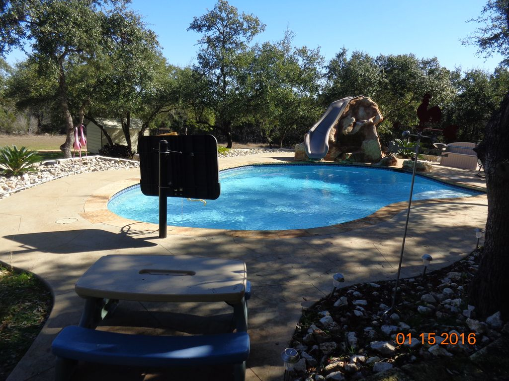 Minutes away from schlitterbahn gruene wh vrbo for Cabins near whitewater amphitheater
