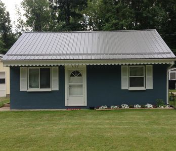 Photo for Gretchen's Getaway Cottage:   Family-friendly, Close to Lake Erie and The Strip