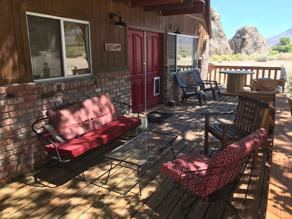 Lone Pine 4 acre home nested in the beautiful Alabama Hills near Mount Whitney