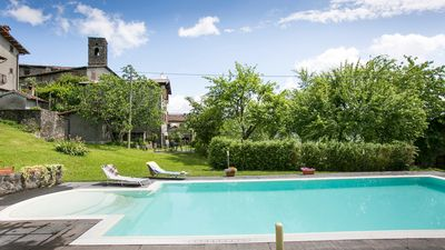 Photo for Tuscan villa with private pool, large garden & Wi-Fi.