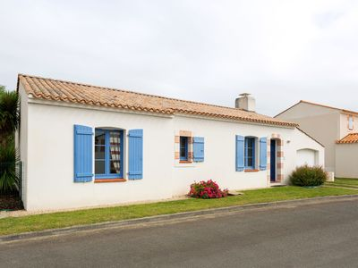 Photo for Luxury villa with private swimming pool on holiday in the green Vendée