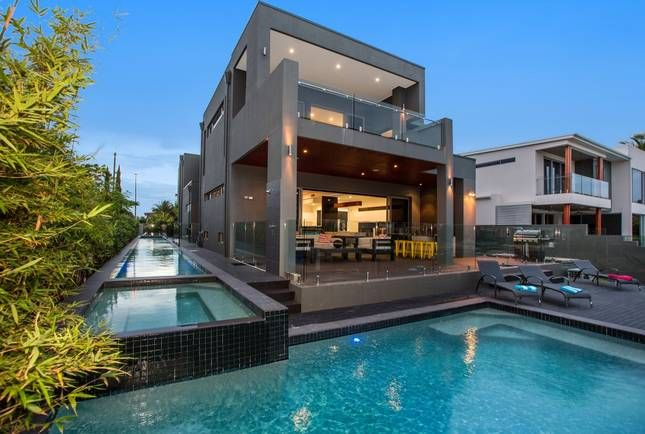 Paradise on broadbeach luxury waterfront homeaway for Beach house designs south coast nsw