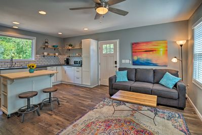 Make this charming guest cottage the home base for your Austin adventures!