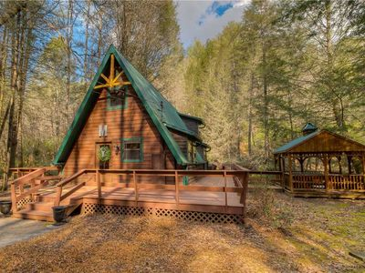 Photo for Fightingtown Fishcamp! Right on the River/Fishing/Huge Deck/WiFi/Hot Tub/Pets Welcome!