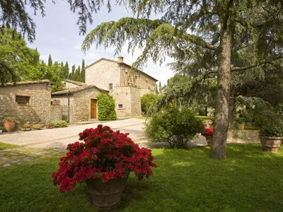 Photo for Cosy apartment in villa with pool, A/C, WIFI, hot tub, TV, panoramic view, parking, close to Cortona