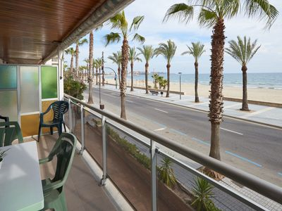 Photo for 2 bedroom apartment with capacity for 4/6 people in front of the beach and v