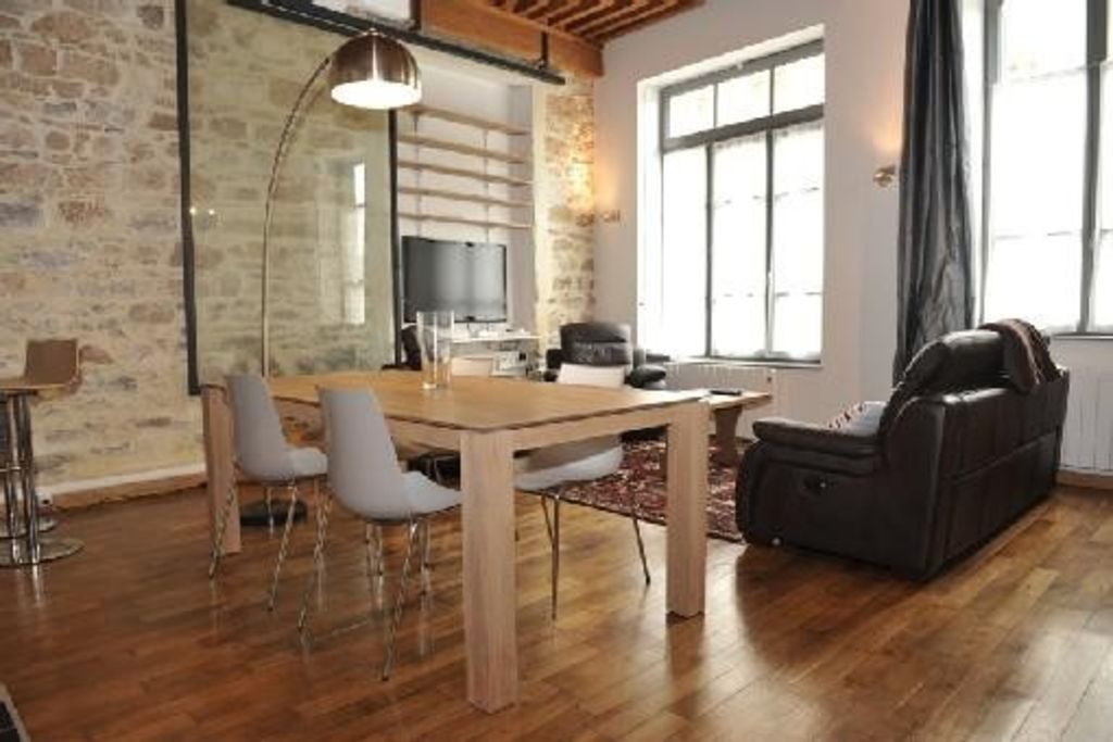 Apartment lyon croix rousse district homeaway for Appartement atypique 77