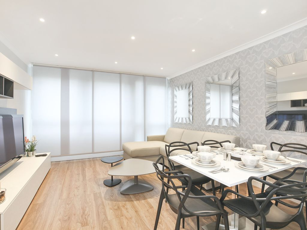 Stylish 2 Bedroom Central London Flat One Stop From Oxford Circus London London Rentbyowner