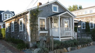 authentic Nantucket fishing cottage.Walk to town,bike to beach, hop the Wave