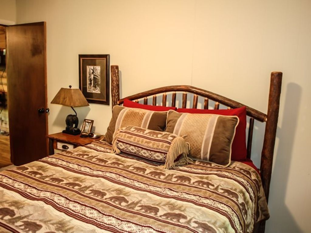 Deepwater lodge 4br 2ba cabin on lake blue ridge sleeps 8 for 8 bedroom cabins in blue ridge ga