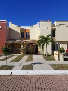 Photo for Charming Townhouse Condo w/ Large Pool 2 Blocks from Beach