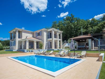 Photo for Luxury villa with private pool, garden and stunning views over the hills