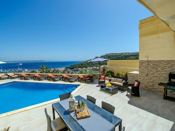 Search 920 holiday lettings