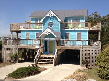 FamiLee Fun: Monteray Shores Beach house with 12 x 25 Pool & Hot Tub!