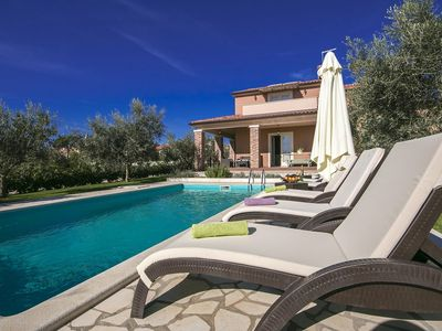 Photo for Detached villa with private pool, large garden and Jacuzzi, Wi-Fi available