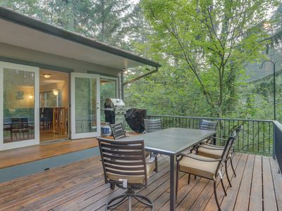 Photo for Family cabin with a deck, fireplace, jetted tub, and more - near Mt. Hood