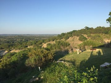 Private TX. Ranch Retreat-Hilltop views! Hiking, wineries, and romantic
