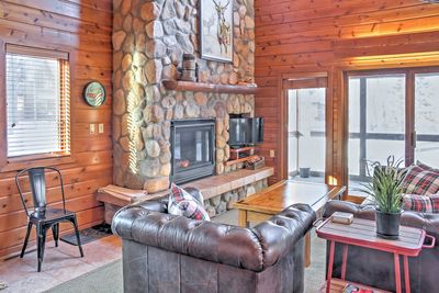 This vacation rental for up 8 guests provides all the comforts of home.