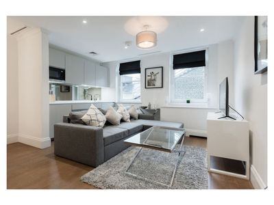Photo for Stunning and Bright 1 Bedroom in Covent Gardens